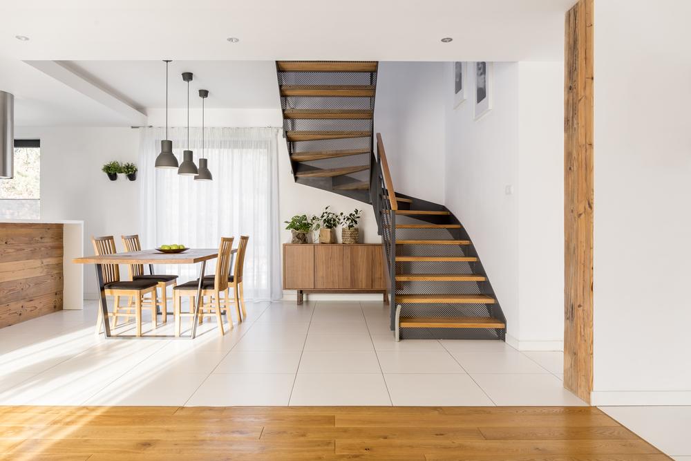 escalier tournant dans une maison